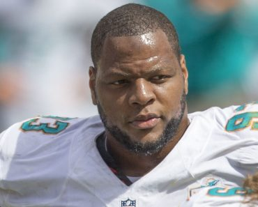 Ndamukong Suh Dolphins at Redskins 9/13/15 Top 100 NFL
