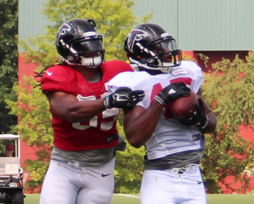 Deion Jones intercepting_a_pass_at_training_camp_2016