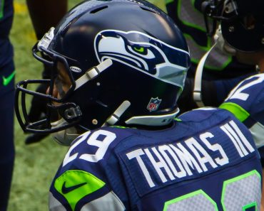 Earl Thomas_vs_Rams_2013