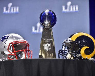 ATLANTA, GA - JANUARY 30: The Vince Lombardi Trophy sits on a table between the New England Patriots and Los Angeles Rams helmets prior to NFL American Football Herren USA Commissioner Roger Goodell s press conference PK Pressekonferenz at the Georgia World Congress Center on January 30, 2019, in Atlanta, GA. (Photo by Austin McAfee/Icon Sportswire) NFL: JAN 30 Super Bowl LIII - Commissioner Roger Goodell Press Conference