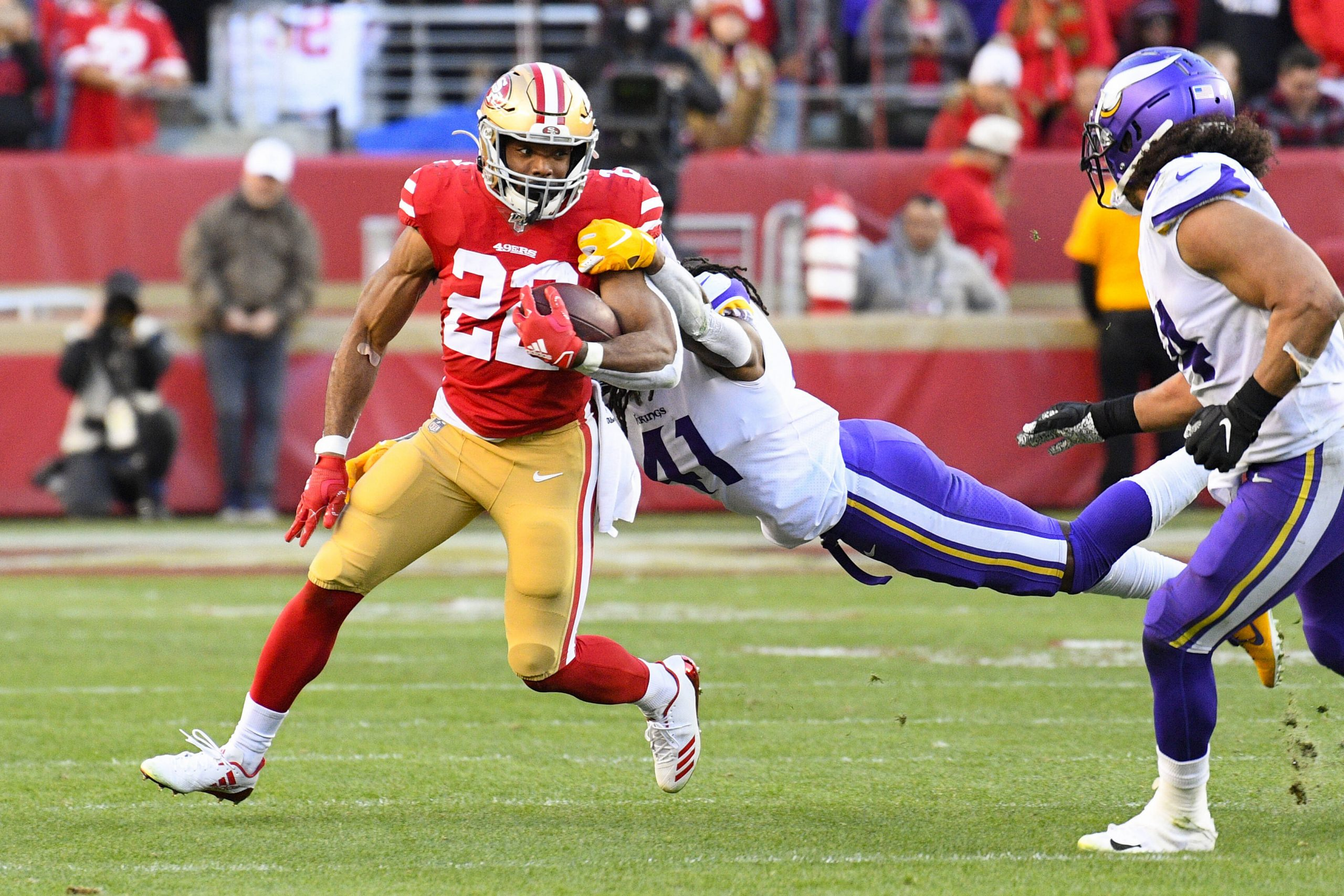 SANTA CLARA, CA - JANUARY 11: San Francisco 49ers Running Back Matt Breida 22 runs as Minnesota Vikings Safety Anthony Harris 41 tries to tackle him during the NFC Divisional Playoff game between the Minnesota Vikings and the San Francisco 49ers on January 11, 2020, at Levi s Stadium in Santa Clara, CA. Photo by Brian Rothmuller/Icon Sportswire NFL, American Football Herren, USA JAN 11 NFC Divisional Playoff - Vikings at 49ers Icon200111027