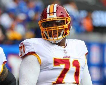 EAST RUTHERFORD NJ OCTOBER 28 Washington Redskins offensive tackle Trent Williams 71 prior to