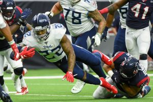 HOUSTON, TX - DECEMBER 29: Tennessee Titans running back Derrick Henry (22) dives for additional yardage as Houston Texa