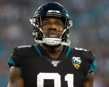 JACKSONVILLE, FL - DECEMBER 29: Jacksonville Jaguars Defensive End Yannick Ngakoue (91) during the game between the Indi
