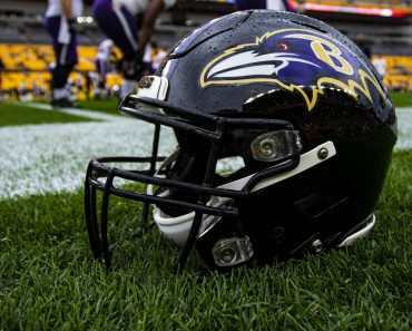 PITTSBURGH, PA - OCTOBER 06: A photo of a Baltimore Ravens helmet on the field during the NFL, American Football Herren,