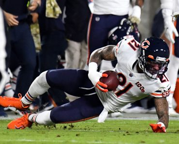 November 17, 2019 Los Angeles, CA.Chicago Bears strong safety Ha Ha Clinton-Dix 21 recovers the fumble from Los Angeles