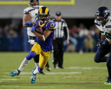 LOS ANGELES, CA - DECEMBER 08: Los Angeles Rams wide receiver Robert Woods (17) runs for a first down during the NFL, Am