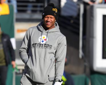 EAST RUTHERFORD, NJ - DECEMBER 22: Pittsburgh Steelers linebacker Ryan Shazier (50) prior to the National Football Leagu