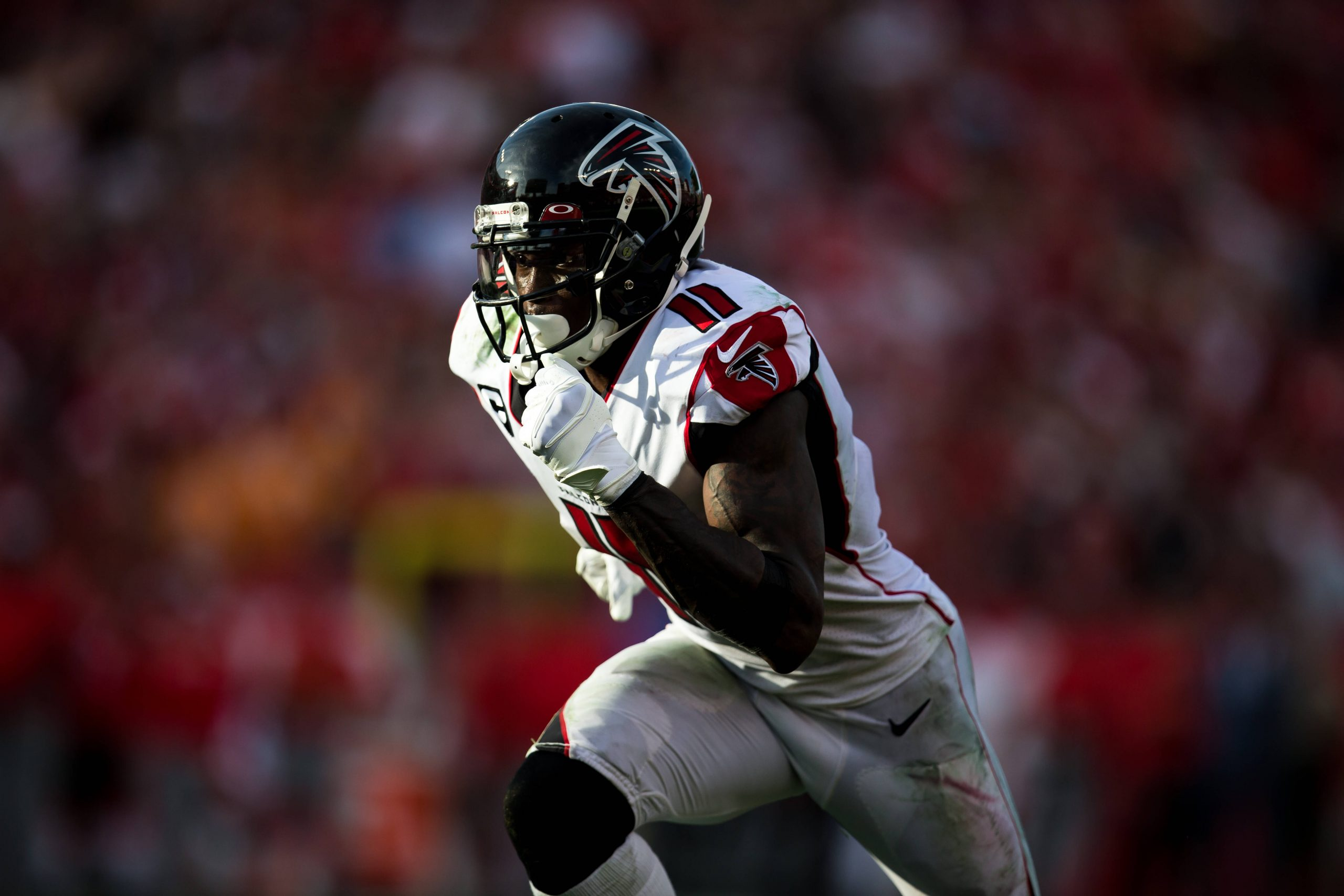 TAMPA, FL - DECEMBER 29: Atlanta Falcons Wide Receiver Julio Jones (11) runs a route during the Tampa Bay Buccaneers gam