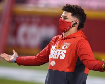 December 10, 2020, Kansas City, MO, USA: Kansas City Chiefs quarterback Patrick Mahomes warms up before taking on the De