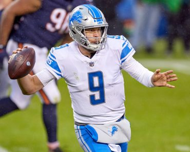 CHICAGO, IL - DECEMBER 06: Detroit Lions quarterback Matthew Stafford (9) throws the football in action during a game be