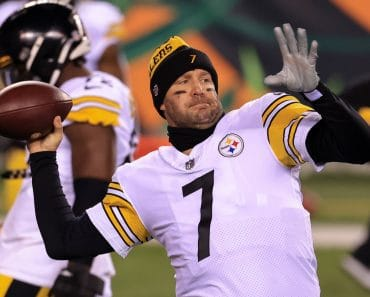 CINCINNATI, OH - DECEMBER 21: Pittsburgh Steelers quarterback Ben Roethlisberger (7) warms up before the game against th