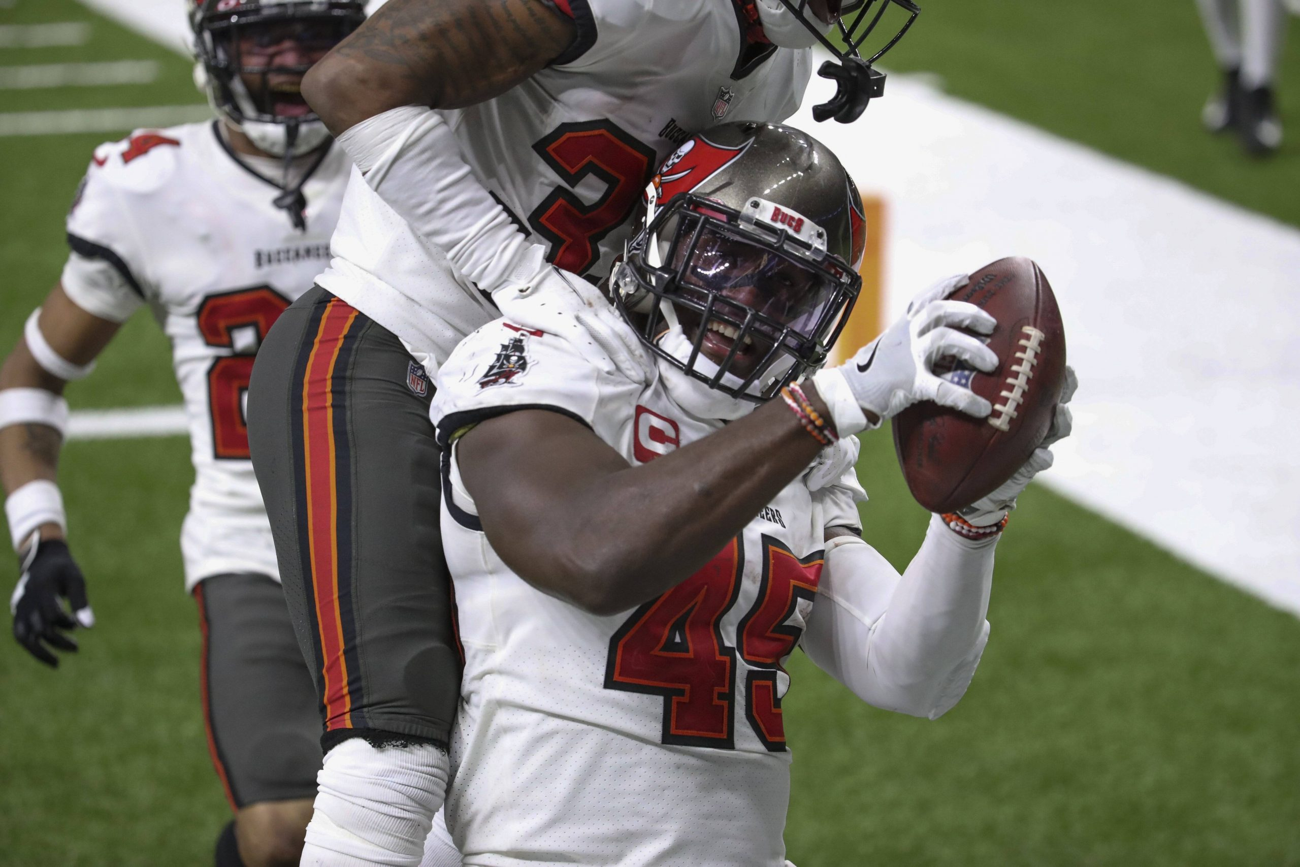 January 17, 2021, Landover, Florida, USA: Tampa Bay Buccaneers inside linebacker Devin White (45) fumble recovery durin