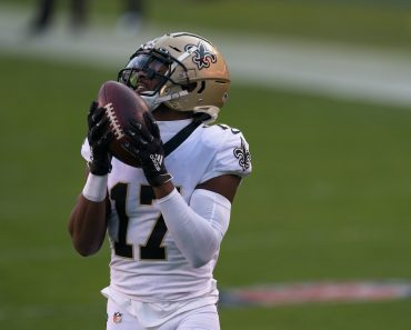 PHILADELPHIA, PA - DECEMBER 13: New Orleans Saints wide receiver Emmanuel Sanders (17) warms up during the game between