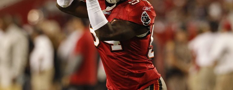 Geno Hayes of the Buccaneers during the regular season game between the Indianapolis Colts and the Tampa Bay Buccaneers at Raymond James Stadium in Tampa, FL. NFL American Football Herren USA
