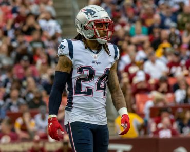 LANDOVER, MD - OCTOBER 06: New England Patriots cornerback Stephon Gilmore (24) in action during the National Football L