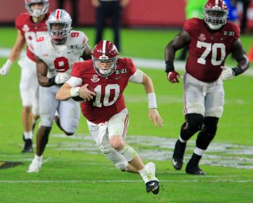 January 11, 2021: Alabama Crimson Tide quarterback Mac Jones (10) running the ball at the NCAA, College League, USA Foot