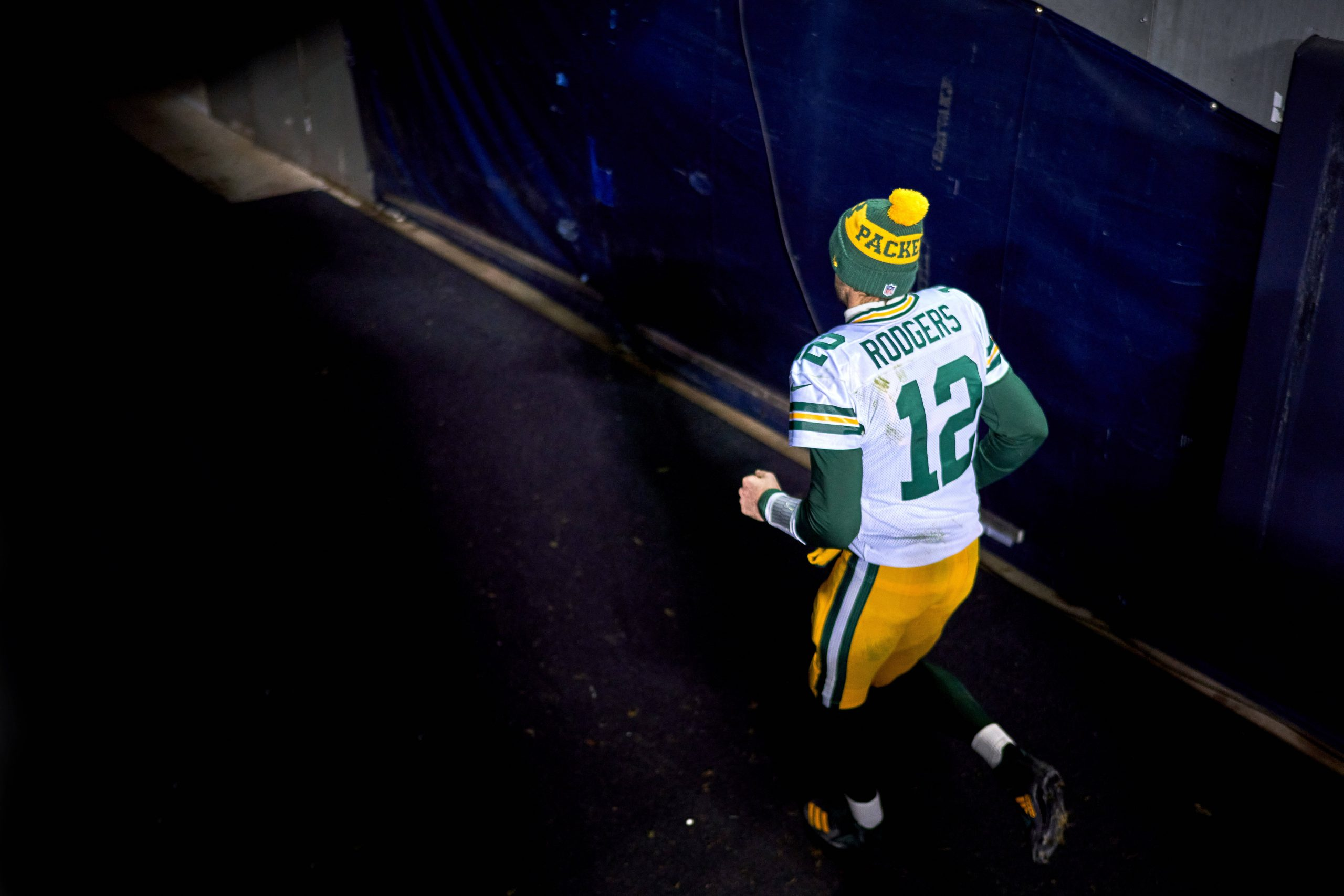 CHICAGO, IL - JANUARY 03: Green Bay Packers quarterback Aaron Rodgers (12) jogs back to the locker room after the Green