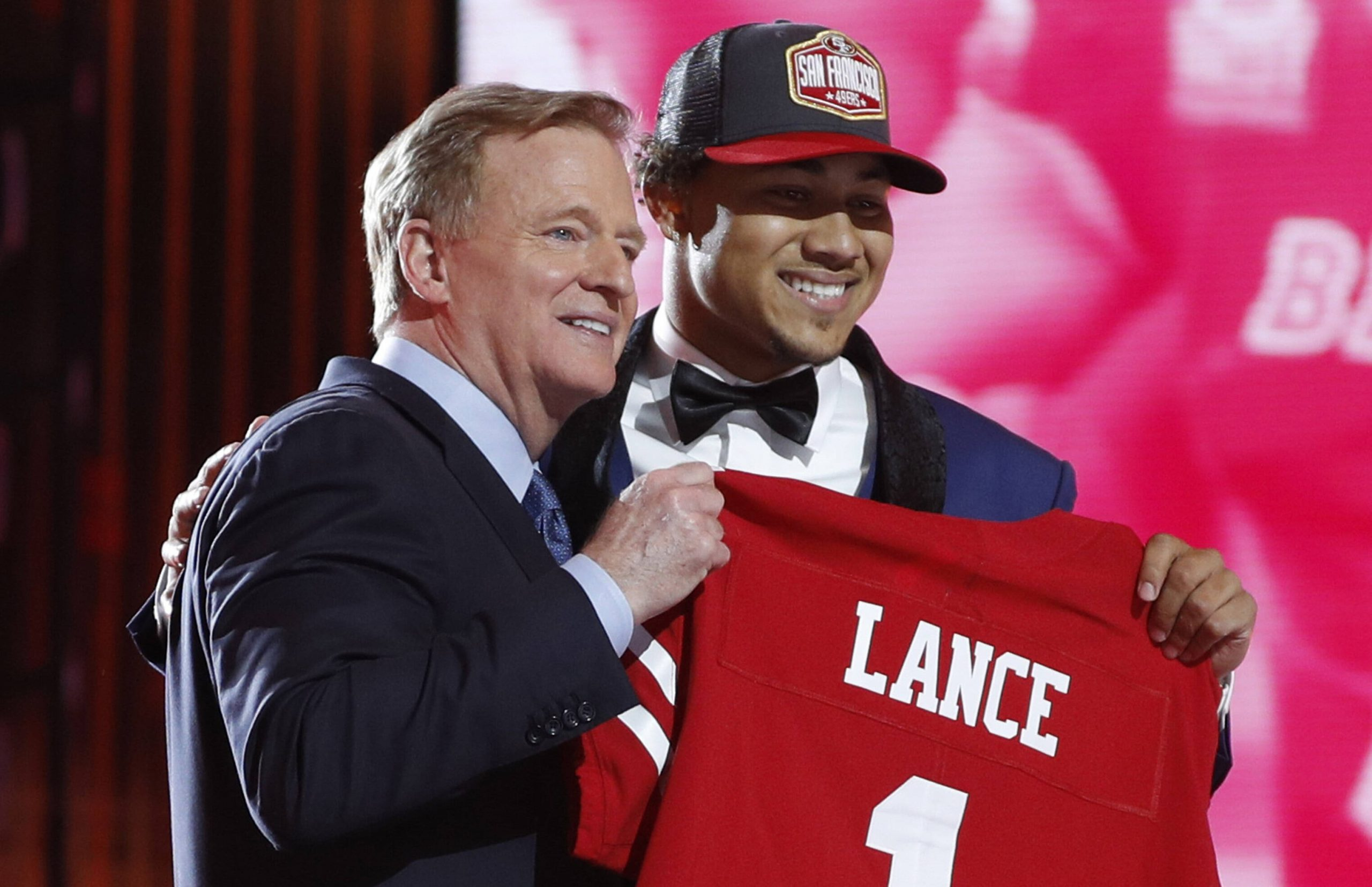 NFL, American Football Herren, USA Commissioner Roger Goodell poses for a photo with Trey Lance after he was selected b