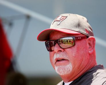 May 25, 2021, TAMPA, Florida, USA: Tampa Bay Buccaneers head coach Bruce Arians attends a team practice on Tuesday, May