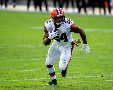 November 29, 2020, Jacksonville, Florida, USA: Cleveland Browns running back NICK CHUBB (24) races to the edge in the fo