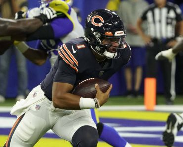INGLEWOOD, CA - SEPTEMBER 12: Justin Fields 1 of the Bears during an NFL, American Football Herren, USA game between the