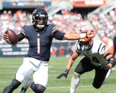 September 19, 2021: Chicago Bears quarterback Justin Fields (1) runs with the ball in the third quarter against the Cinc