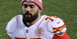 KANSAS CITY, MO - JANUARY 19: Kansas City Chiefs offensive guard Laurent Duvernay-Tardif (76) Punkten.<br>Nutze die Tools auf dieser Seite um noch mehr Punkte zu erhalten. to the stands in t